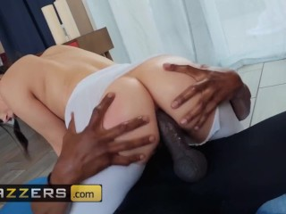Brazzers - PAWG Valentina Nappi gets anal stretched by bbc