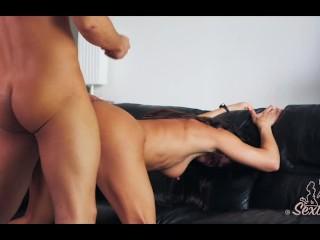 Baise hard et gorge profonde entre un couple français amateur - Sextwoo -