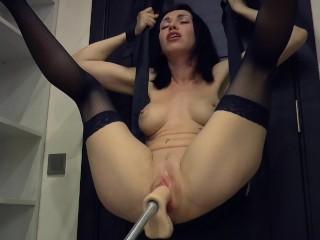 Amazing fast fuck machine, crazy squirting orgasm
