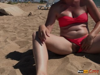 Flashing Pussy, try to Piss on the Beach (0.15)