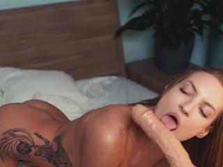 hot blonde has morning sex with fuck machine and cum CREAMPIE CUMSHOT-FACE