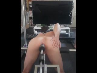 Harter Arschfick, doggy anal sex gaping Porno mit einer Fickmaschiene