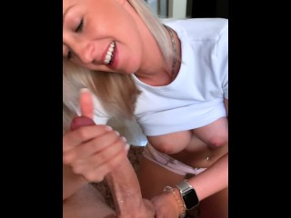 Hot Tinder Date gives me the best blowjob ever and swallows all my cum