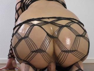 Suraya Stars's Big Oiled Ass Rides A Dildo