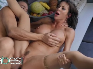 Babes - Unfulfilled housewife Alexis Fawx dominates big cock