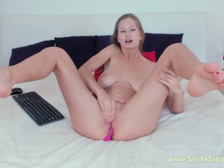BLONDE TOUCHING HER PUSSY