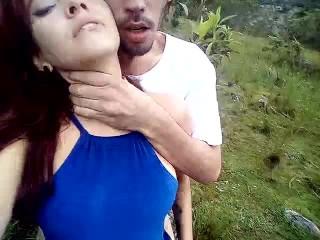 Hermosa agatha vega con su novio cogiendo rico en merida en las montañas